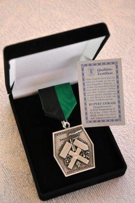 Ehrenabzeichen mit Gravur